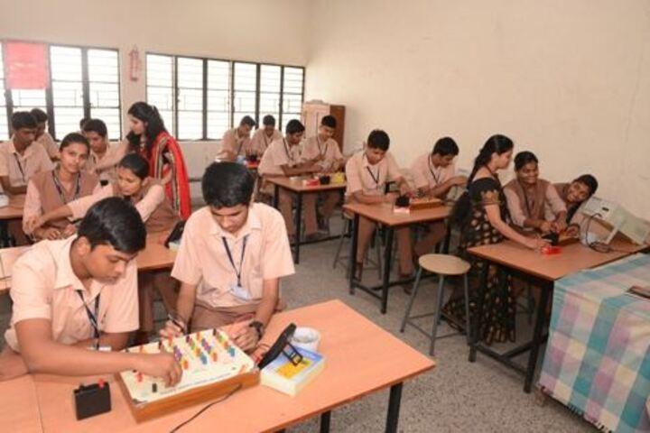 Saraswati Vidyalaya Union-Physics Lab