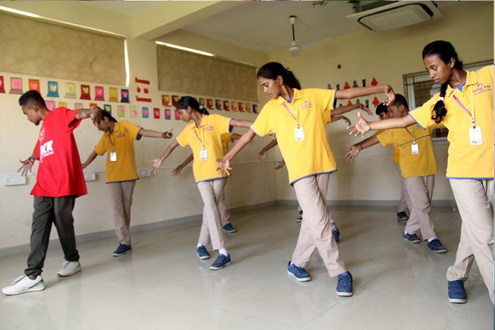 Holy Sai International School-Dance