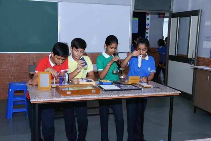 LDR International School-Event-Physics Lab