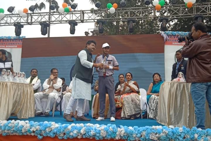 Vidyanjali International School - Prize Distribution on Independence Day