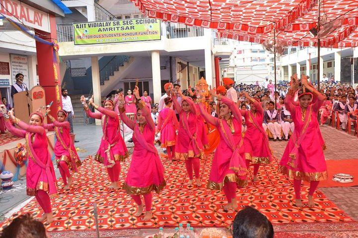 Ajit Vidialay-Dance