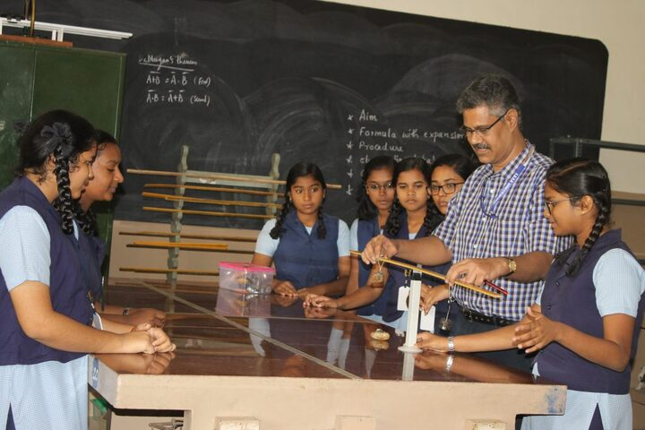 SBOA Matriculation Higher Secondary School-Physics-Lab