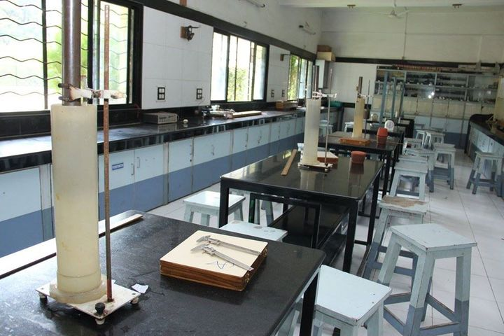 Abeda Inamdar Junior College for Girls-Physics Lab