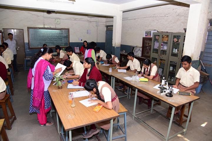 Muktangan English School and Junior College-Biology Lab