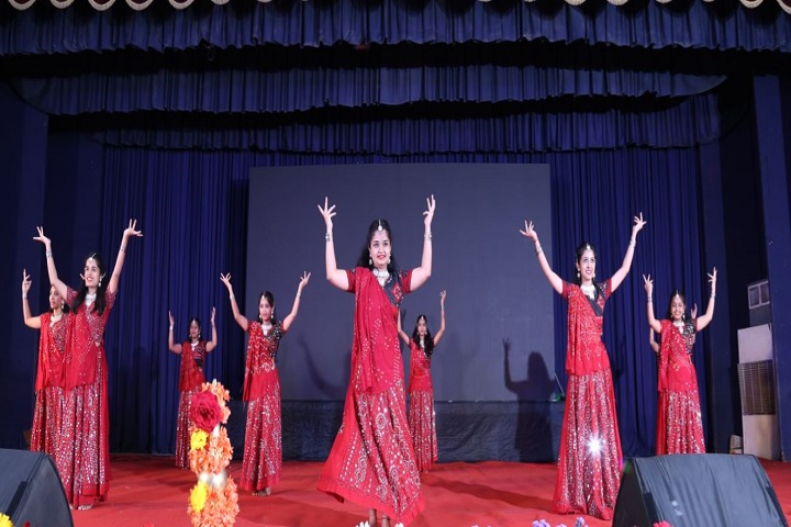 Base Pre-University College-Dance