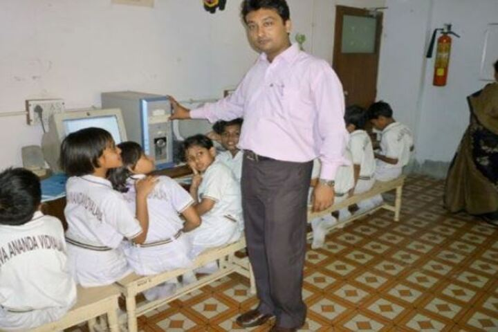 Niva Ananda Vidyalaya-Computer Lab
