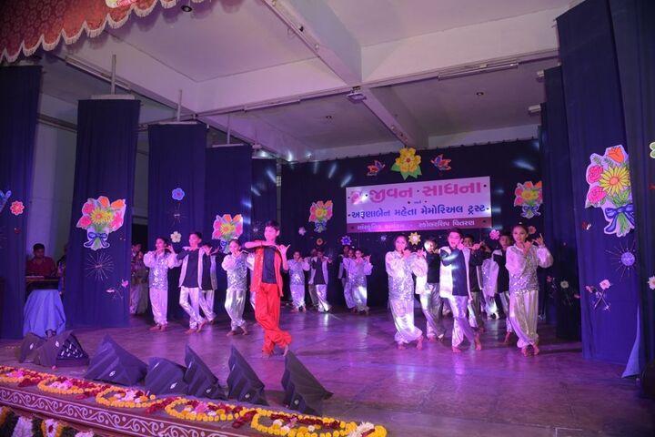 Jeevan Sadhana High School-Dance