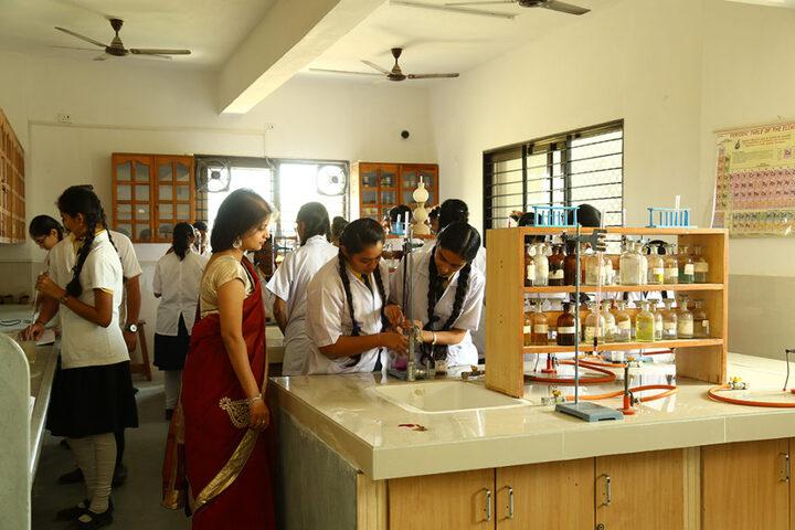 Shree Narayan English Medium School-Chemistry Lab