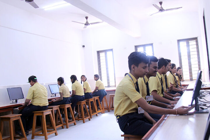 Shree Narayan English Medium School-Computer Lab