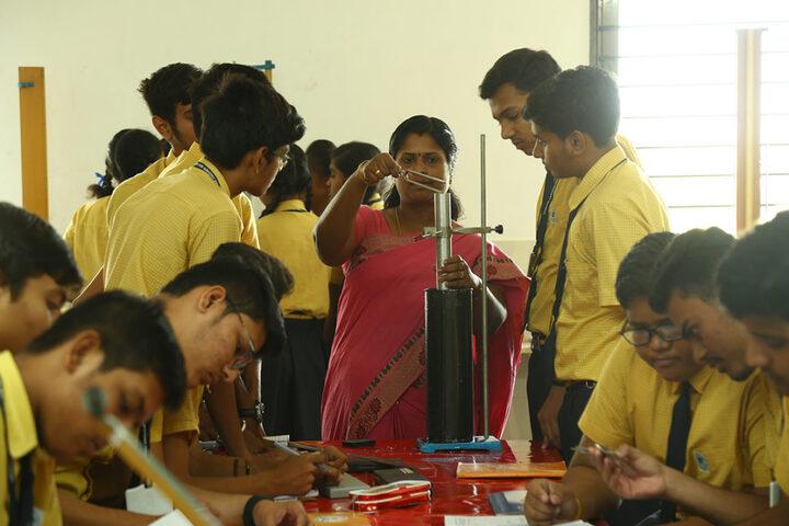 Shree Narayan English Medium School-Physics Lab