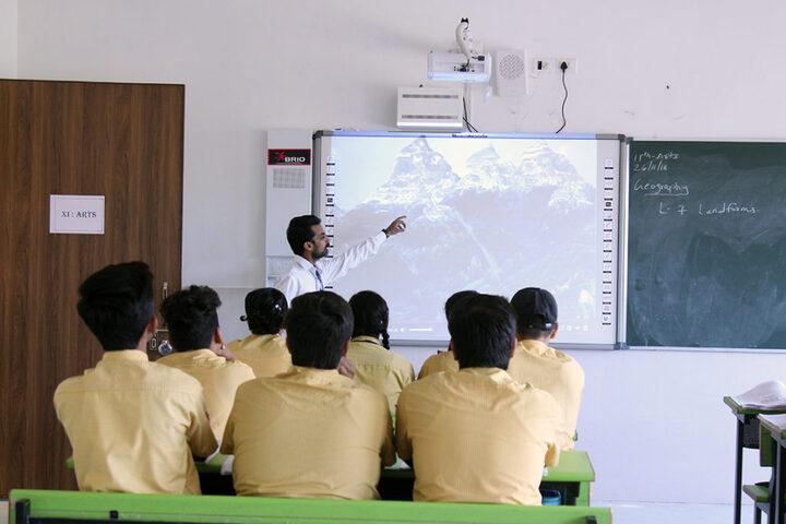 Shree Narayan English Medium School-Smart Classroom