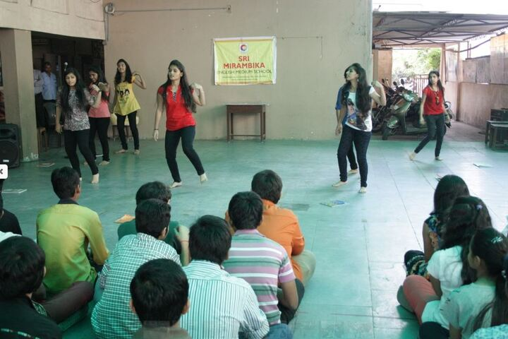 Sri Mirambika School-Group Dance