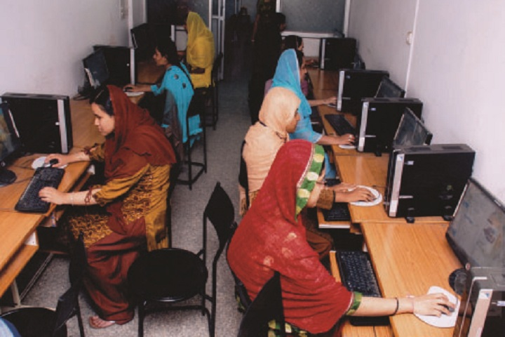 Jame Ul Uloom Pre University College for Girls-Computer Lab