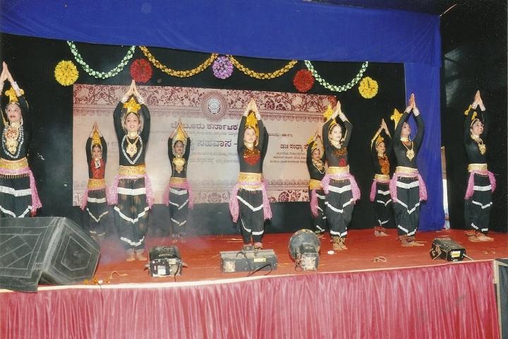 Chembur Karnataka High School-Group Dance