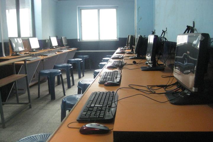 Dnyanweshwari Vidyalaya English Medium School-Computer Lab