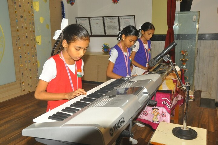 Shri Sanatana Dharma Vidyalaya Matriculation Higher Secondary School-Music Room