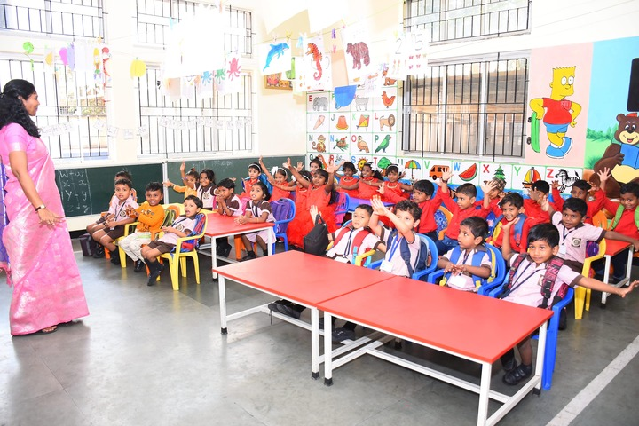 Sindhi Model Matriculation Higher Secondary School-Classroom