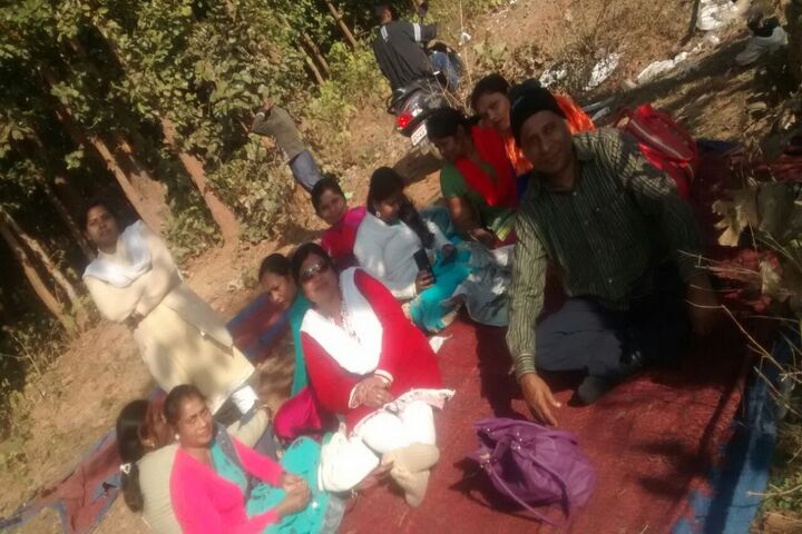 Swarna Rekha Public School-Picnic