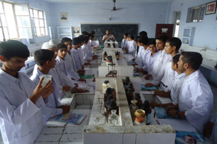 Shiksha Niketan Senior Secondary School-Chemistry Lab