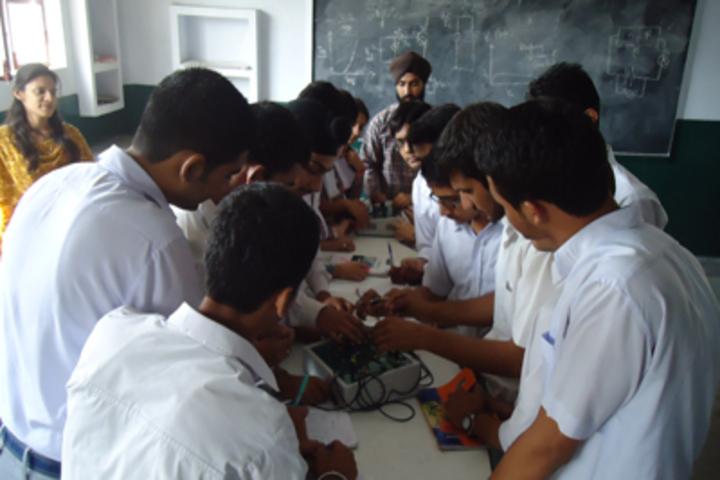 Shiksha Niketan Senior Secondary School-Physics Lab