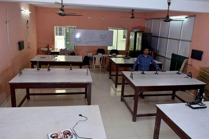 NIIS Higher Secondary School-Physic Lab