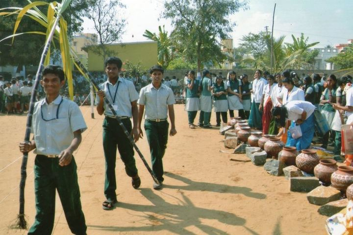 Meenampark Matriculation Higher Secondary School-Festival Distribution