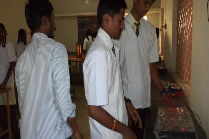 Kongu Vellalar Matriculation Higher Secondary School-Physics Lab