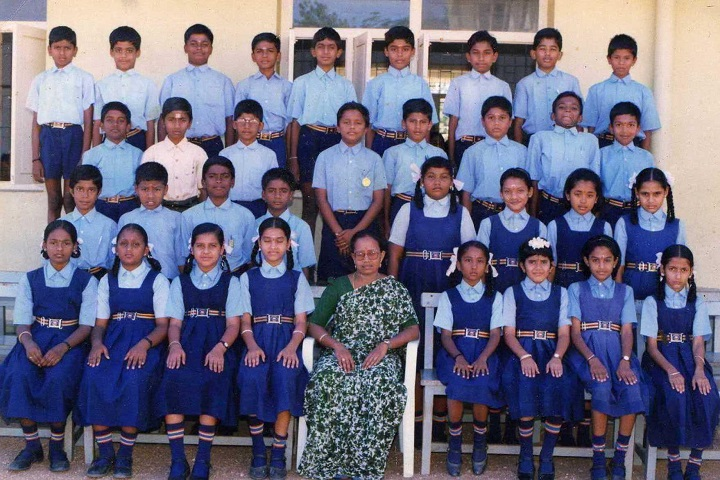 Rajalakshmi Genguswamy Matriculation Higher Secondary School-Students Group Photo