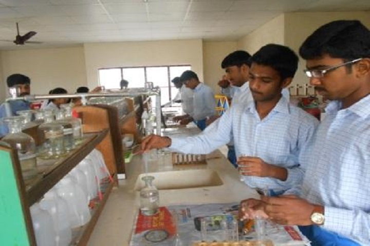 Shaanthi Matriculation Higher Secondary School-Chemistry Lab