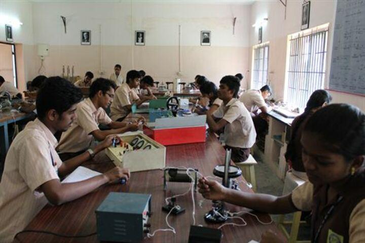 Vidya Vikasini Matriculation Higher Secondary School-Physics Lab