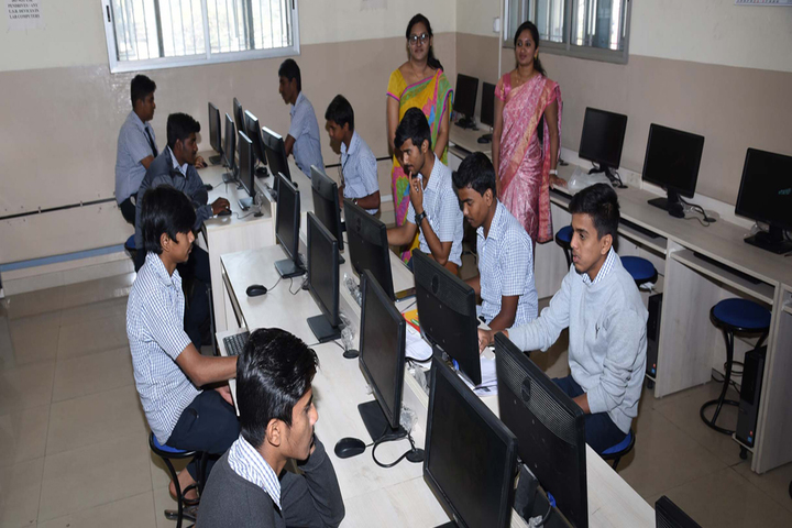 Vidyavardhaka Composite Pre University College-Computer Lab