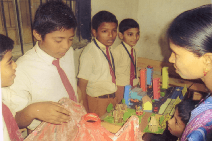 Yashodhan Education Trusts English High School-Science Exhibition