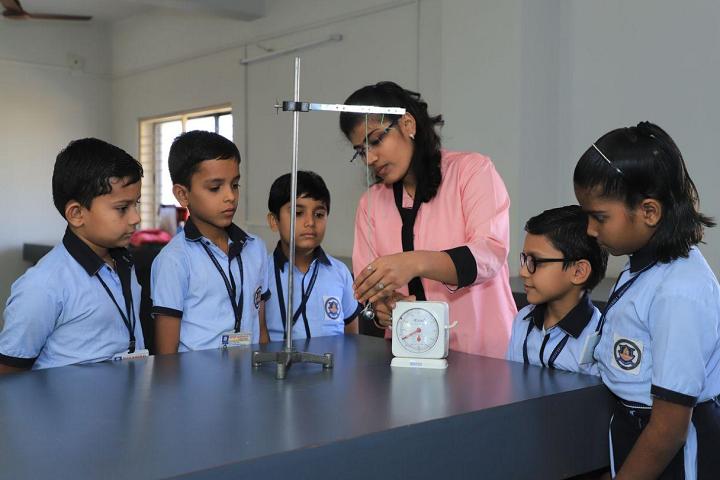 Deep Darshan Vidhya Sankul-Physics Lab