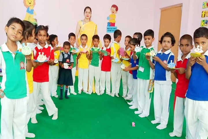 Maa Ranjana Devi International School-Kids Making Craft