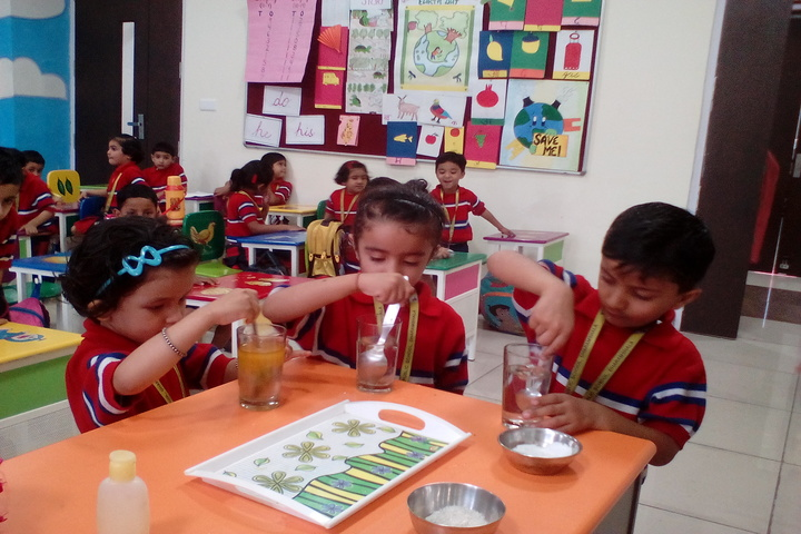 GD Goenka Public School-Science Lab