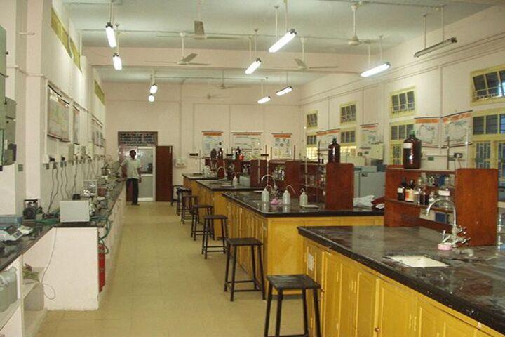 Harikisan Maloo International School-Chemistry Lab