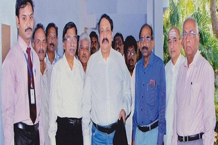 Shree Velagapudi Ramakrishna Memorial College-Group Photo