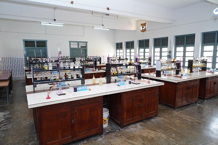 St Josephs Junior College for Girls-Chemistry Lab