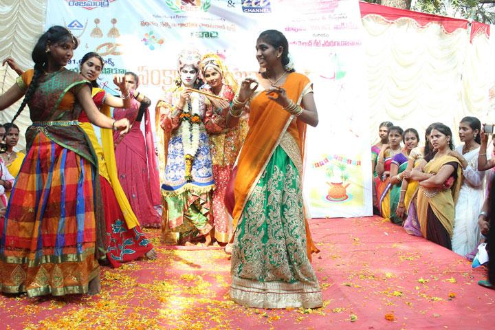 Smt. Kandukuri Rajyalakshmi College For Women- Dancing Activity