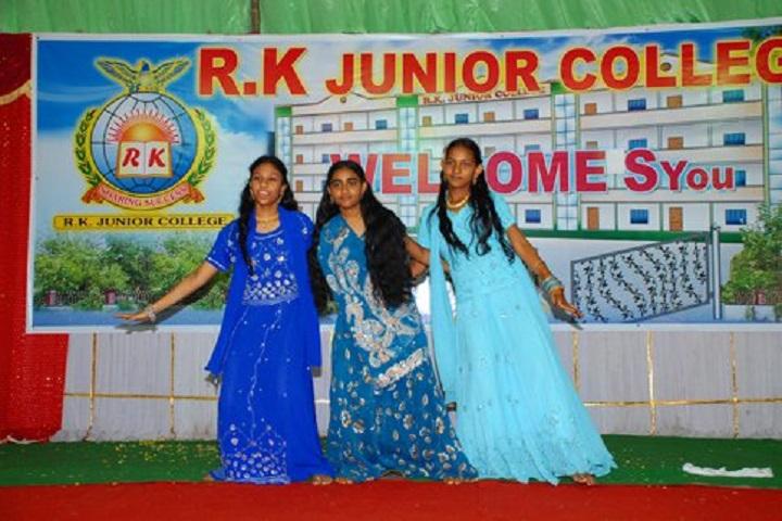 R K Junior College-Dance