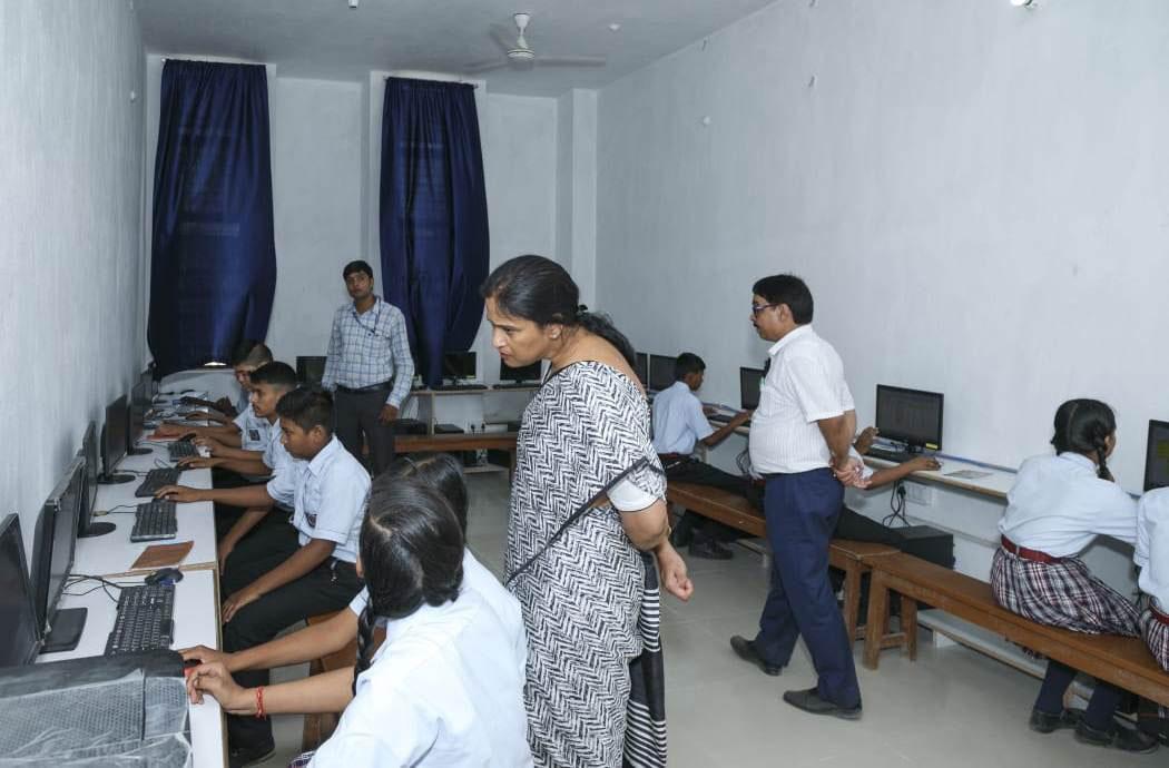 Indian Public School, Ajmatpur, Bidupur-computer lab