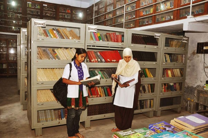 C M Science College-Library