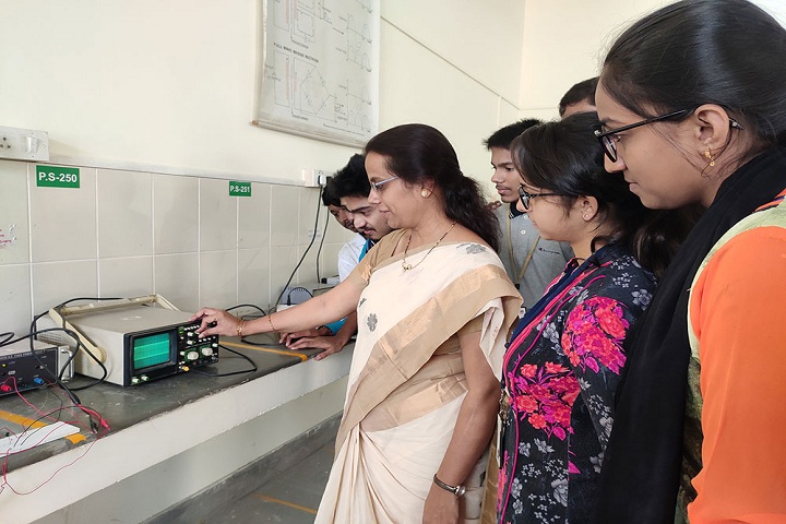 SSMRV Pre University College-Laboratory