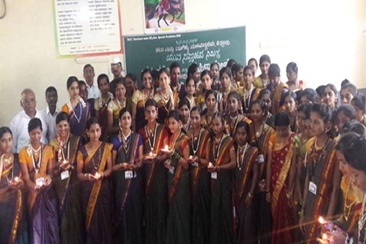 Kittur Nada Vidya Vardhak Sanghas Arts and Commerce Pre-University College-Group Photo