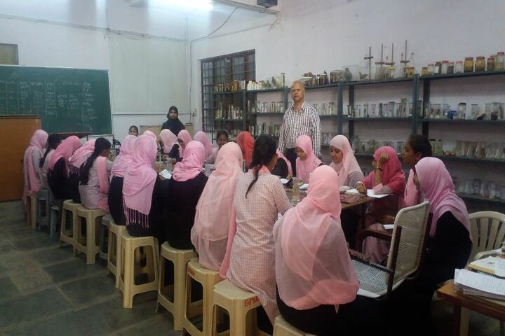 Secab Pre-University College For Women-Biology Lab