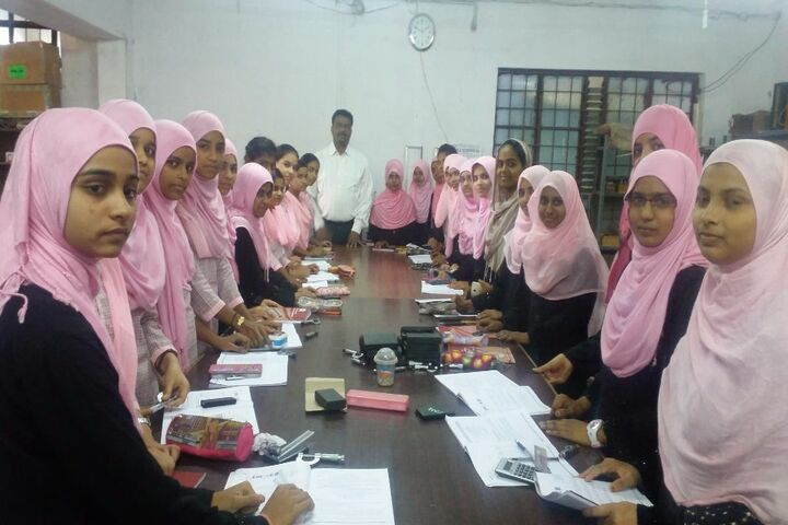 Secab Pre-University College For Women-Physics Lab