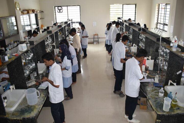 Excellent Pre-University College-Chemistry Lab