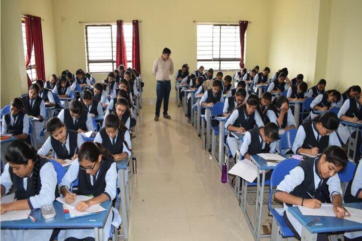 Excellent Pre-University College-Classroom
