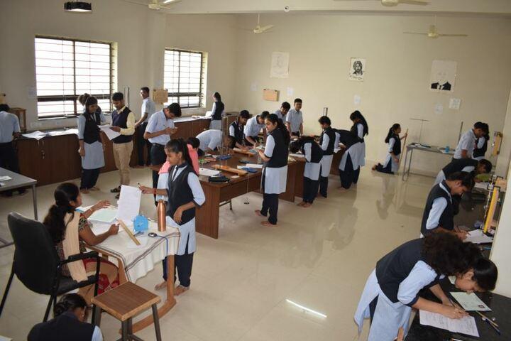 Excellent Pre-University College-Physics Lab