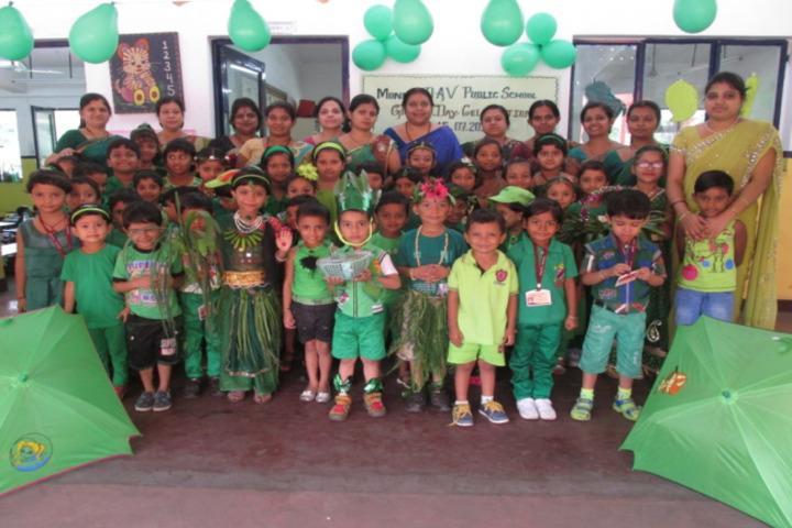 Monnet DAV public school-green day